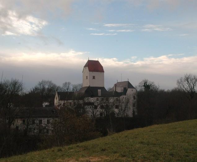 Das Schloss von Grafing aus gesehen